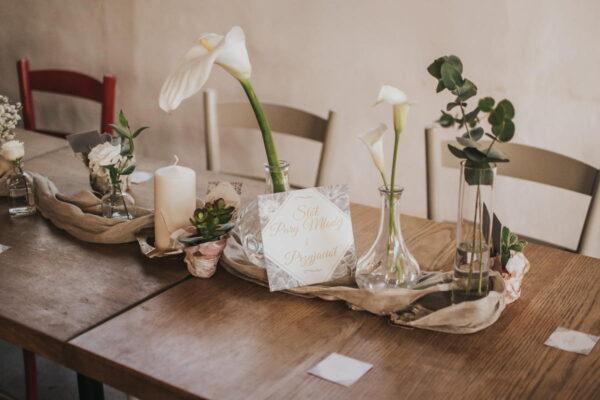 rustykalna dekoracja stołu młodej pary