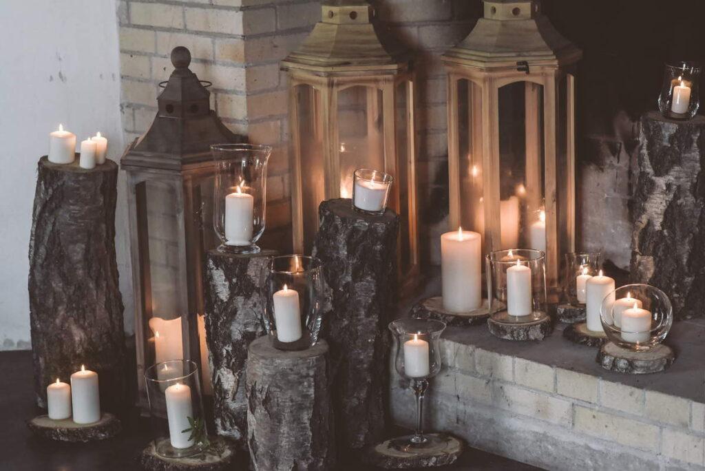 kominek ze świecami