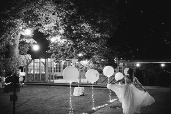 zdjęcie panny młodej z balonami