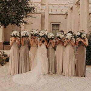 cały orszak weselny składający się z druhen