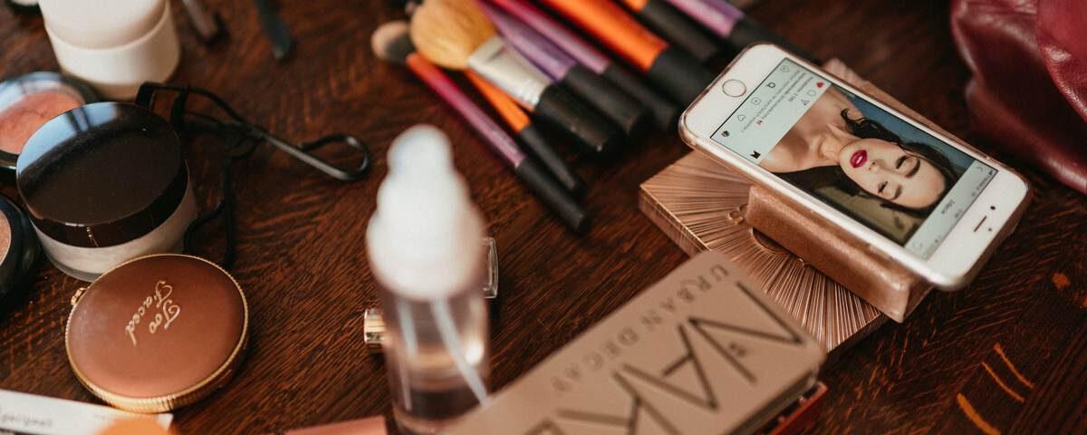 zdjęcie produktów do makijażu