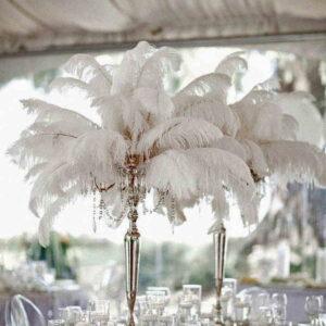 białe pióra na weselu