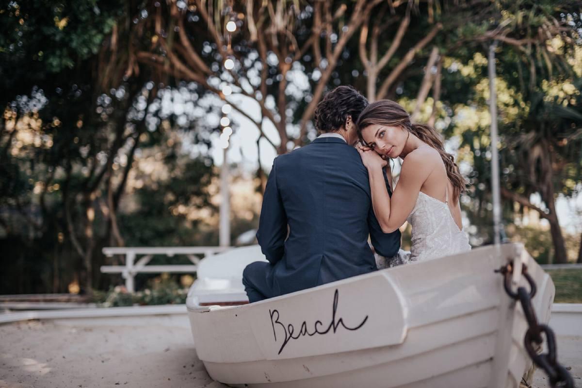 para młoda na łódce