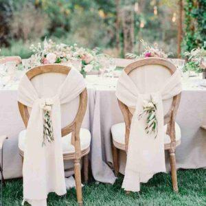 kokarda na krześle weselnym
