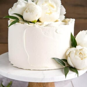 biały tort na wesele