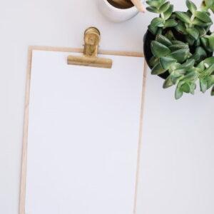 białe kartki w notatniku