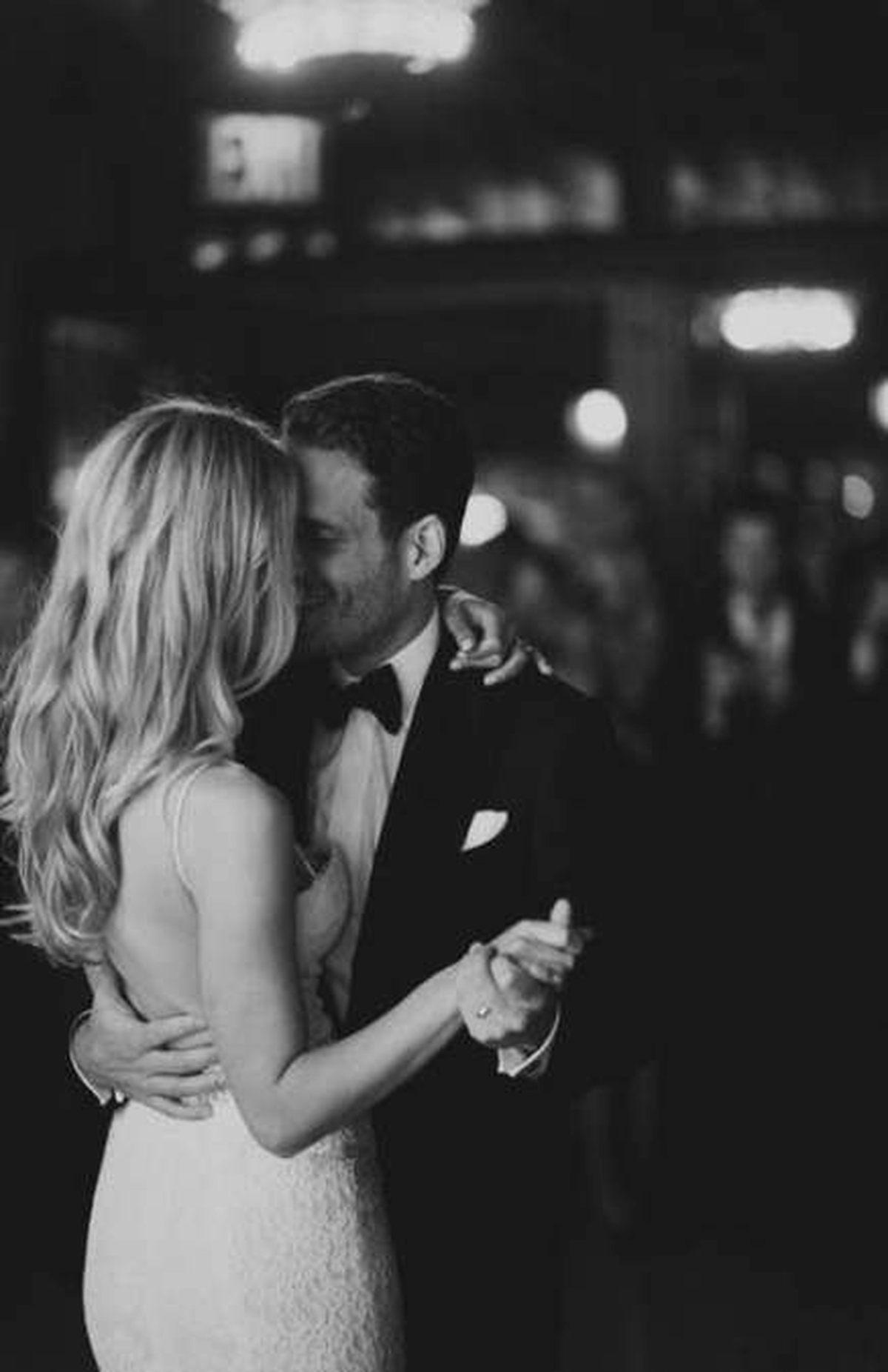 zakochana para podczas tańca