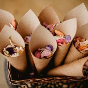 confetti kwiatowe