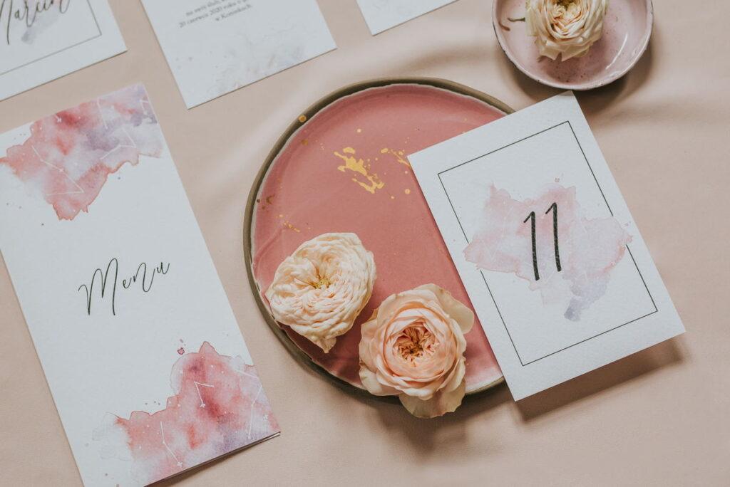 różowo-pudrowa papeteria